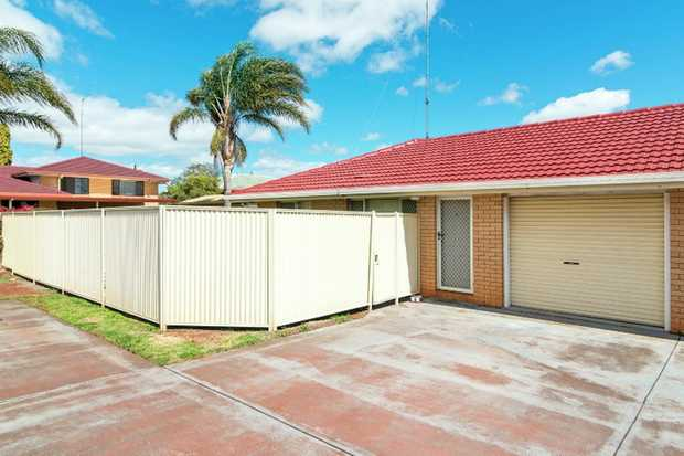 This comfortable and tidy, 2 bedroom lowset unit situated in a quiet complex of 2 is located in...