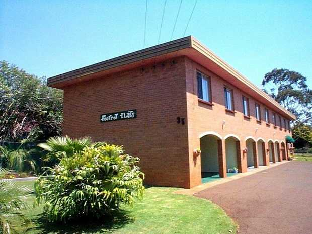 This highset, brick 1 bedroom unit located in Harristown is ideally located close to Westridge Shopp...