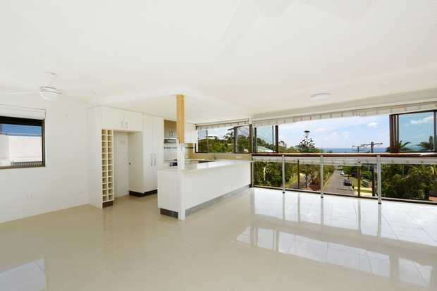 Situated just a short stroll to the patrolled beaches & cafes at Alexandra Headland and Mooloolaba, is...