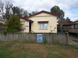 Was rented for $270 per week now vacant for sale. Is this 2 good size bedrooms possibly 3 bedrooms w...