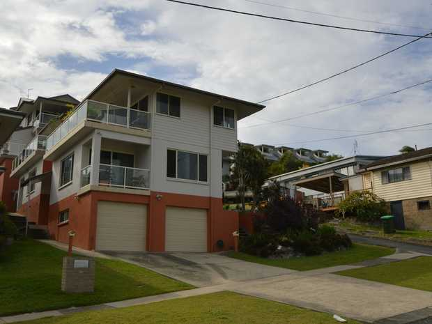 This beautiful 2 bedroom unit is only metres from the CBD, central to Yamba finest Beaches. Modern...