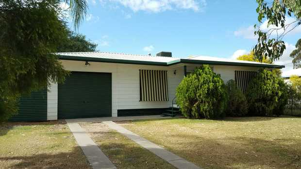 BREAK LEASE:  Superb location for family with OLSCC at the end of the street & a park just a couple of...