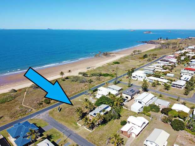 Absolute prime real estate here at 14 Keppel Street, Emu Park.  Rare opportunity is an...