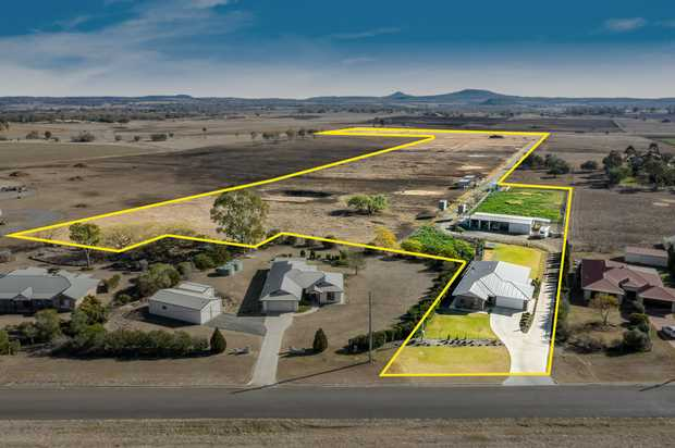 'Hopetown Park' offers the best of town and country living, 25.35 acres with a quality built 4 bedroom...