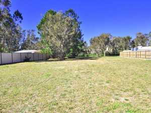 Imagine building your new home on this dry, level 1044 sqm block backing on to a peaceful...