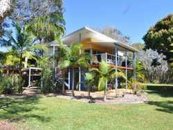 Literally ....a stones throw to Snapper Creek !! This is the perfect home or holiday home to come to...