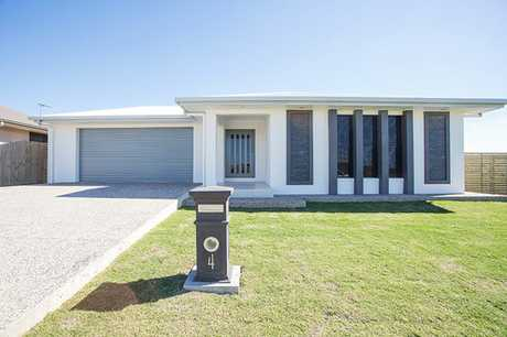 This deluxe home is perfectly located in Mackay's premier estate - Belmore.  The modern executive home...