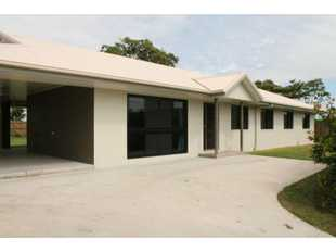 This large home is fully air conditioned, has no neighbours, is located close to town and is only a...