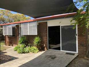 This fully air conditioned low-set brick free standing unit is positioned within walking distance to...