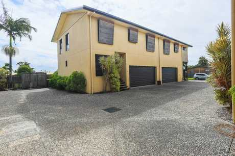 This modern double storey unit is conveniently located in East Mackay and is close to everything. Close...