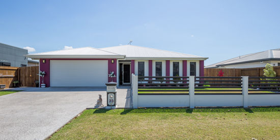 With great pleasure Gardian Real Estate offers you the chance to buy this fantastic 4 bedroom plus...