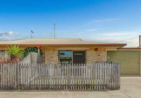 If you are the astute investor or you have decided it's time to enter Mackay's real estate market this...