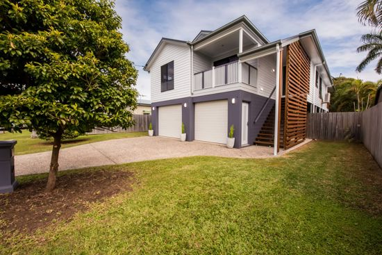 Conveniently located in the ever popular family friendly suburb of East Mackay is this fabulous...