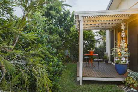1 Iluka Court is your private, lush, leafy oasis by the beach. Only a short stroll to beautiful Town...