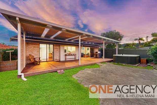 This light filled, home is located an easy stroll to Gosford CBD and Gosford Waterfront. Make the most...