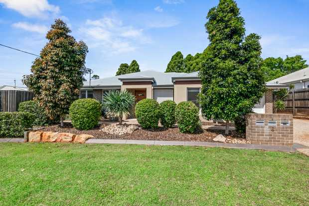 Perfectly positioned in a quiet street in the ever popular South Toowoomba, this 2 bedroom unit is...