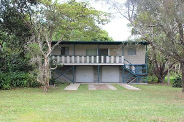 Available for a 3-6 month lease is this high set 3 bedroom house in South Golden Beach  Original style...