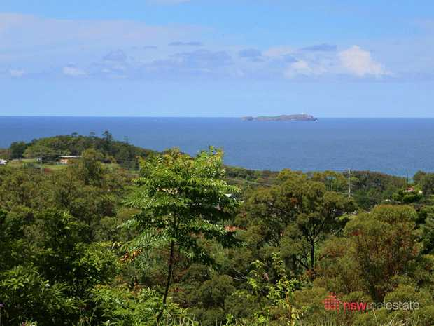 This 1ha (10,000m2) block has uninterrupted views of the ocean and islands and already has a platform...