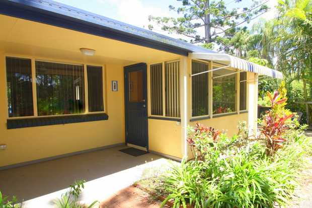This modern unit is approximately 500m to Hills Beach and 300m to Korora Public School and has an in...