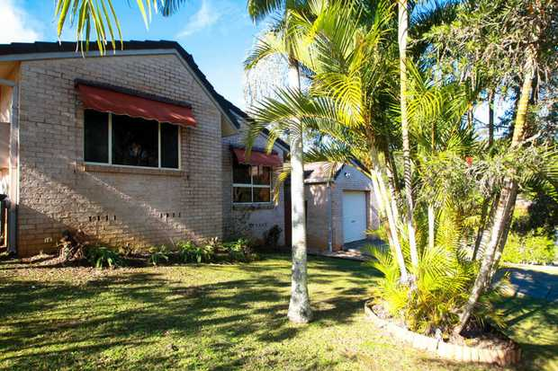 This split level villa is neat and tidy and close by to local Primary and Secondary schools, shopping...