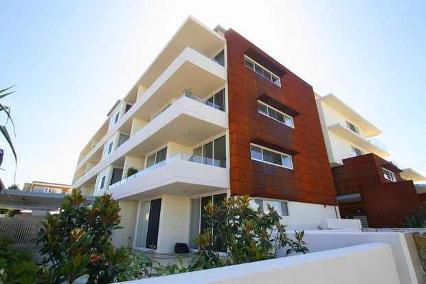 This immaculate courtyard apartment in the 'Pandanus Complex' is a perfect blend of lifestyle and...