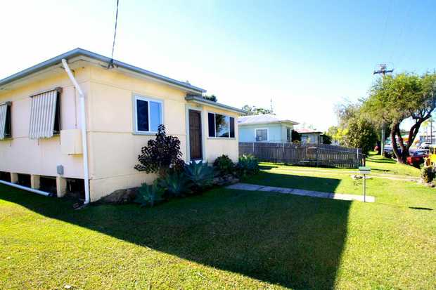 This home is located in a handy location with the Coffs Harbour's CBD only a short walk away.  * 3...