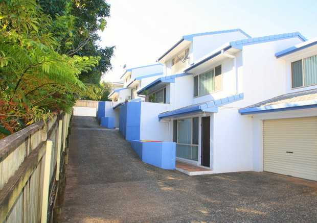 This spacious 2 level townhouse is located in a small well maintained complex of 5 villas and an easy...