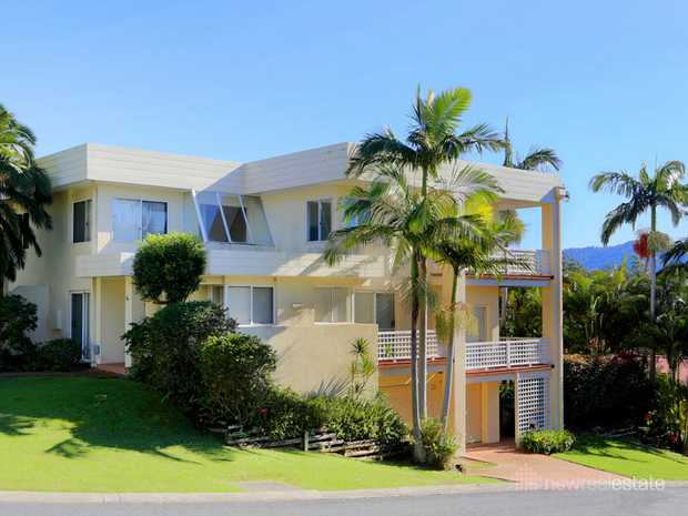 This impressive beachside townhouse certainly has class. Easy walking distance to beautiful Diggers...