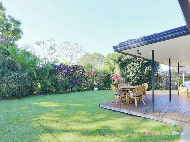 This beachside family home is just 250m easy walk to the beach. North facing with 3 bedrooms and gre...