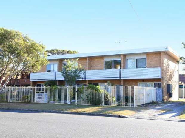 Located in the sought after Park Beach neighbourhood, in a tidy complex of only 4 units, this 2 bedr...