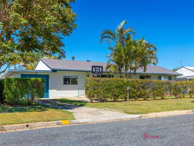 This family home is located at the heart of Sawtell - only a short walk to the beach and local village...