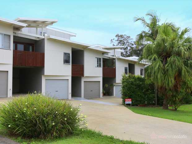 Opposite Englands Park reserve at the end of Hood St, with only a 1 minute walk to Coffs Creek and c...