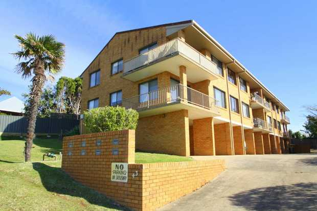 This top floor Jetty apartment has a sunny north facing aspect with views of Coffs Creek and to the...