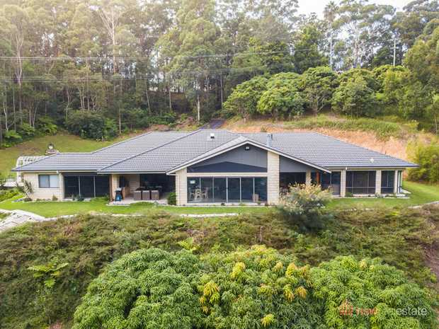 Tucked away in its own private haven, on 1.235ha, this 445m2 home epitomizes a luxury lifestyle and yet...