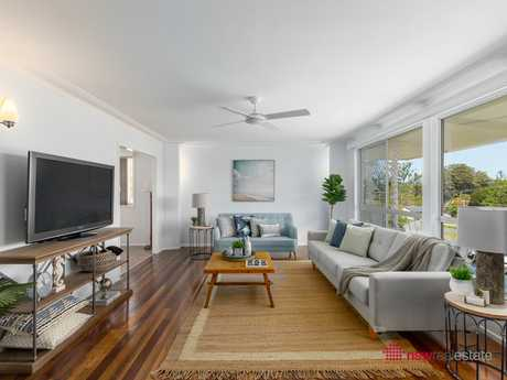 Here is your chance to own a prominent house in one of Coffs Harbour's most desirable streets. This...