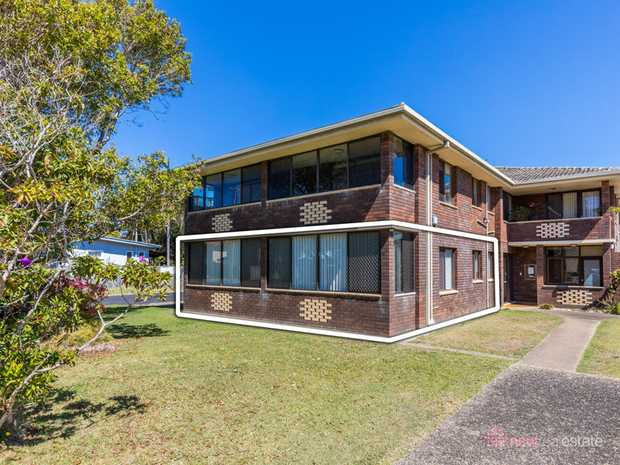 An affordable entry into a prime beachside location, without the need for renovation. This absolutel...