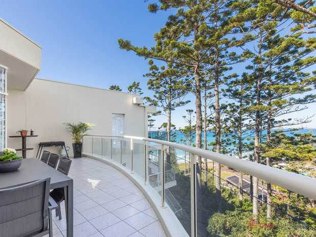 Sitting proudly above the beach at Sapphire Pines Apartments, this immaculate top floor, 3 bedroom...