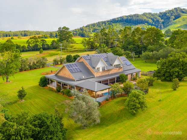 Privately set on a very picturesque 10.2 hectares, this generous family home boasts breathtaking...