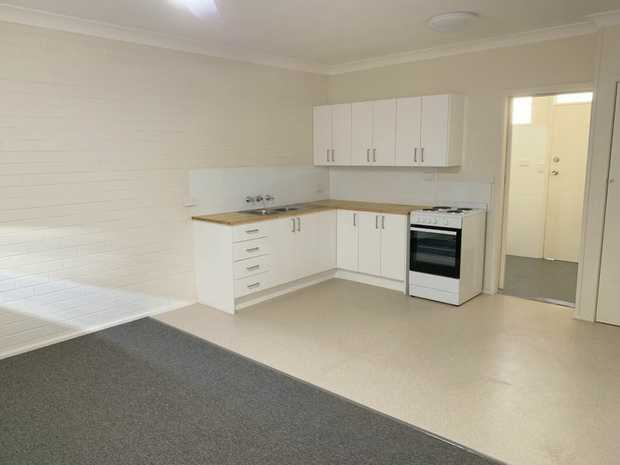 This ground floor apartment has recently been updated with new kitchen and bathroom, fresh paint and...