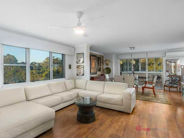 Situated in the heart of Coffs Harbour's CBD, this stylish 5th floor apartment forms part of a landmark...