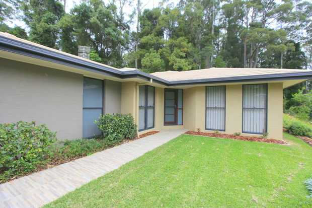 This spacious and modern home is located in a quite cul-de-sac just West of Coffs Harbour's CBD.  Close...