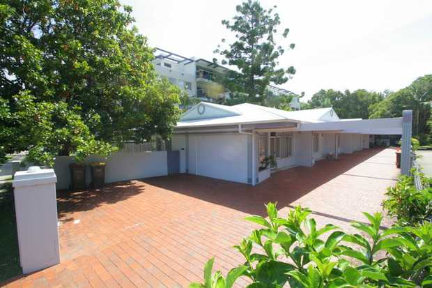 This recently refurbished villa style apartment is located across from the beach providing great acc...