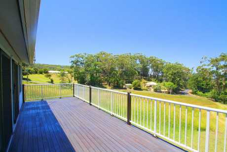 This rural cottage is hidden away just west of Korora and only a short drive to beaches, local schools...