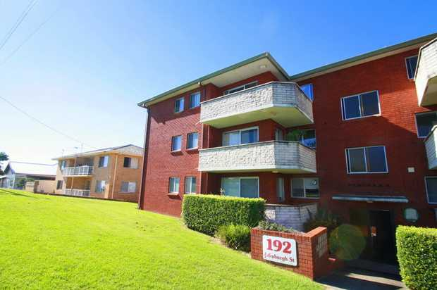 This ground floor sunny unit is in a tidy and elevated block at Coffs Harbour's Jetty and within only a...