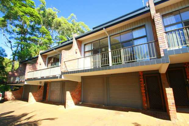 This townhouse is tucked away in a beachfront cul-de-sac at Korora Bay and set over three levels with...