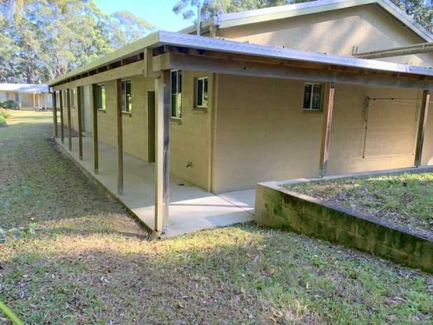 This rural home at Upper Orara is located approx. 12kms from Coffs Harbour's CBD offering easy and...