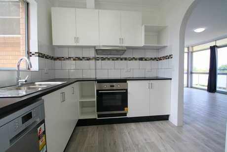 This mid-town apartment between the CBD and Jetty has been recently renovated offering contemporary and...