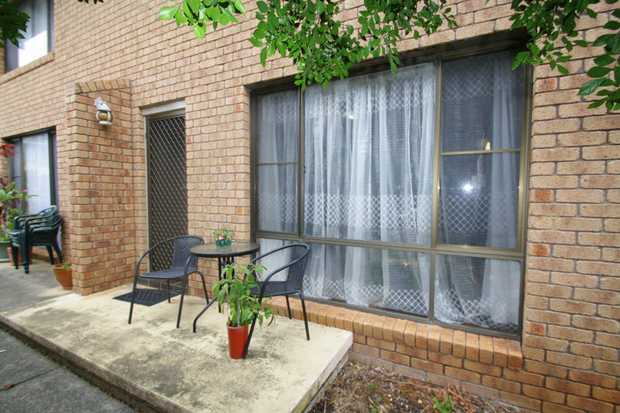This townhouse is set over 2 levels and is only a short stroll to local shops, cafe's and Woolgoolga...