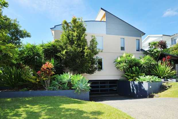 Sloping down to the foreshores of the harbour in the ever popular and exclusive Coffs Harbour Jetty...