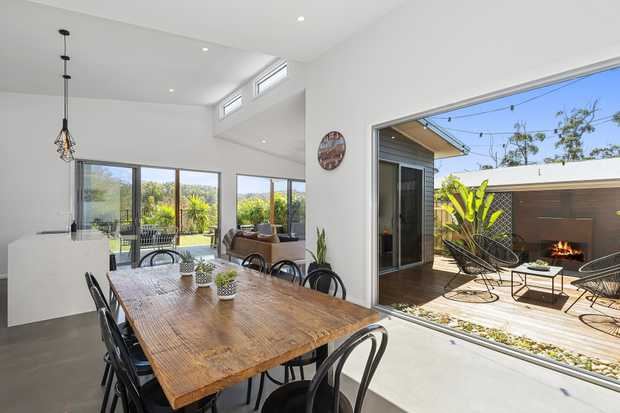 With great coffee and unspoilt beaches just an easy 10 minute stroll away, this stunning 'as new' co...